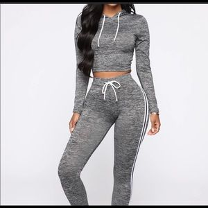 Cute workout set joggers plus cropped hoodie NWOT